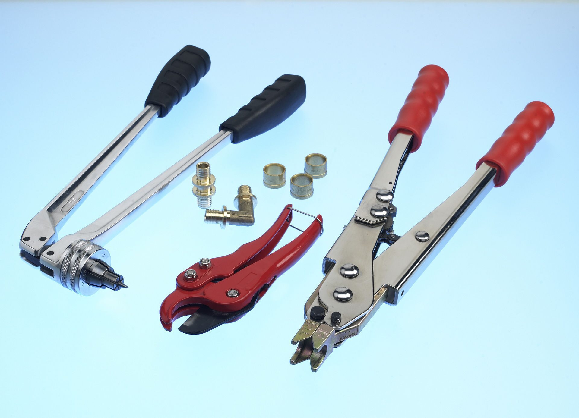 Инструмент для монтажа труб из сшитого полиэтилена рехау